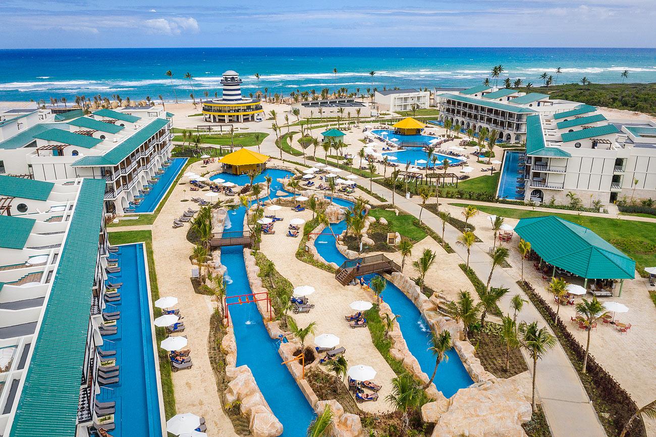 Фото бассейнов в отеле