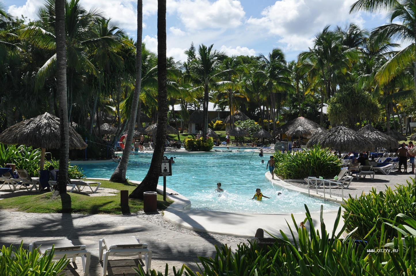 Фото бассейна у гостиницы