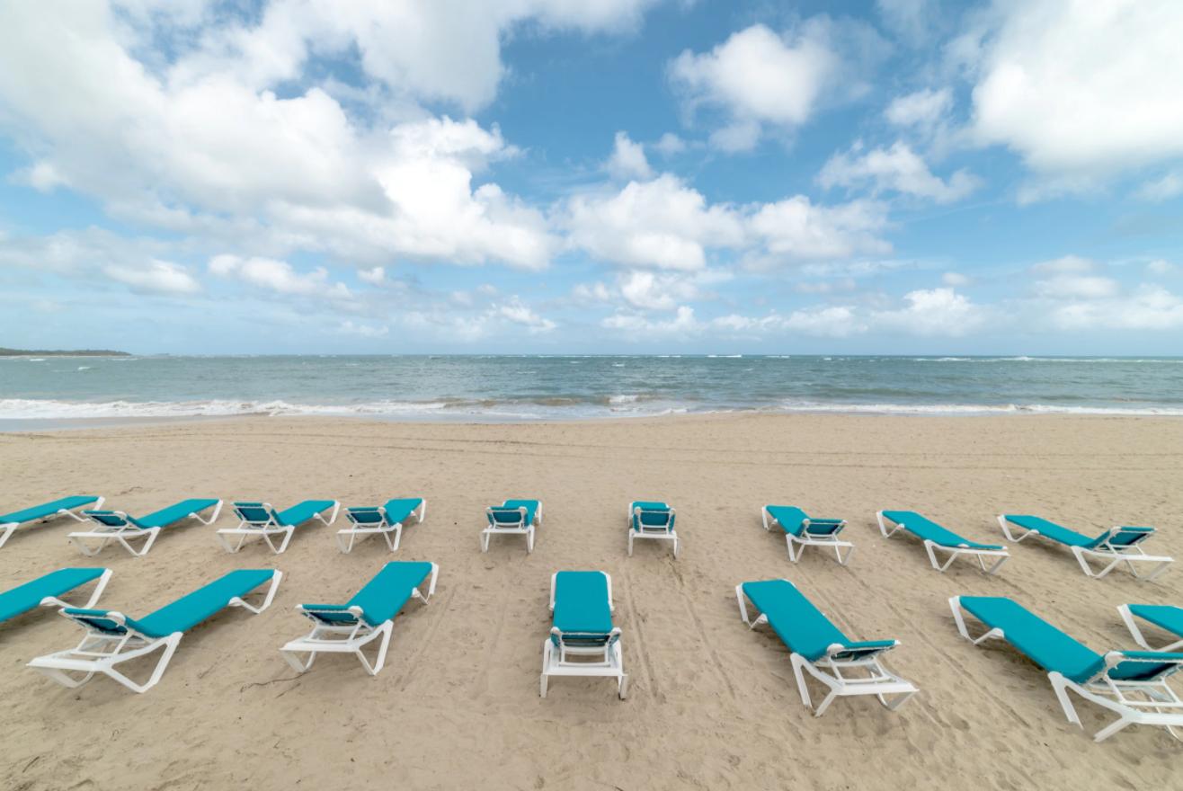 Пляж отеля Emotions By Hodelpa 4