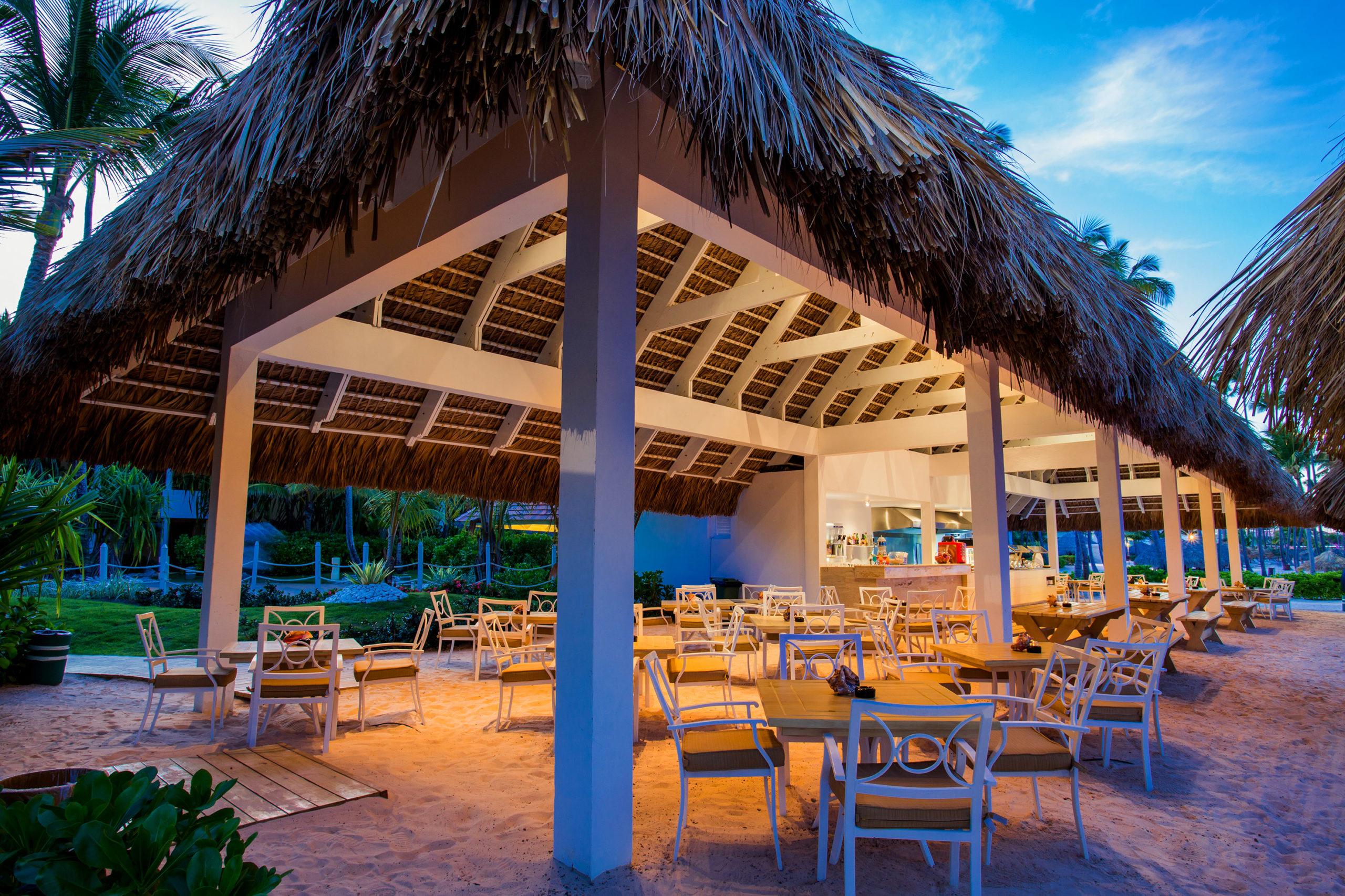 Уютное кафе в гостинице Мелия Карибы Тропикал