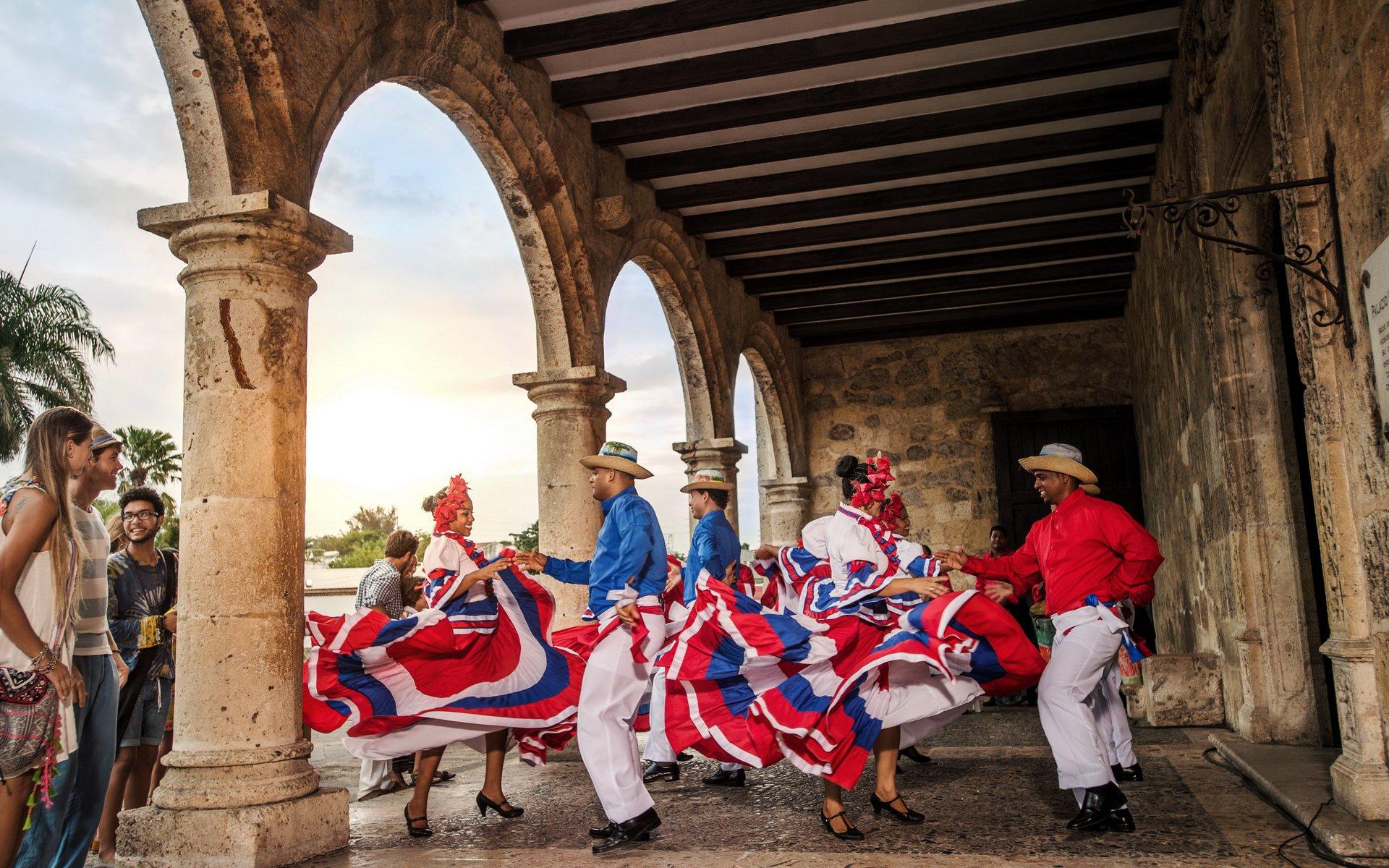 Жители Доминиканы отмечают праздники с размахом