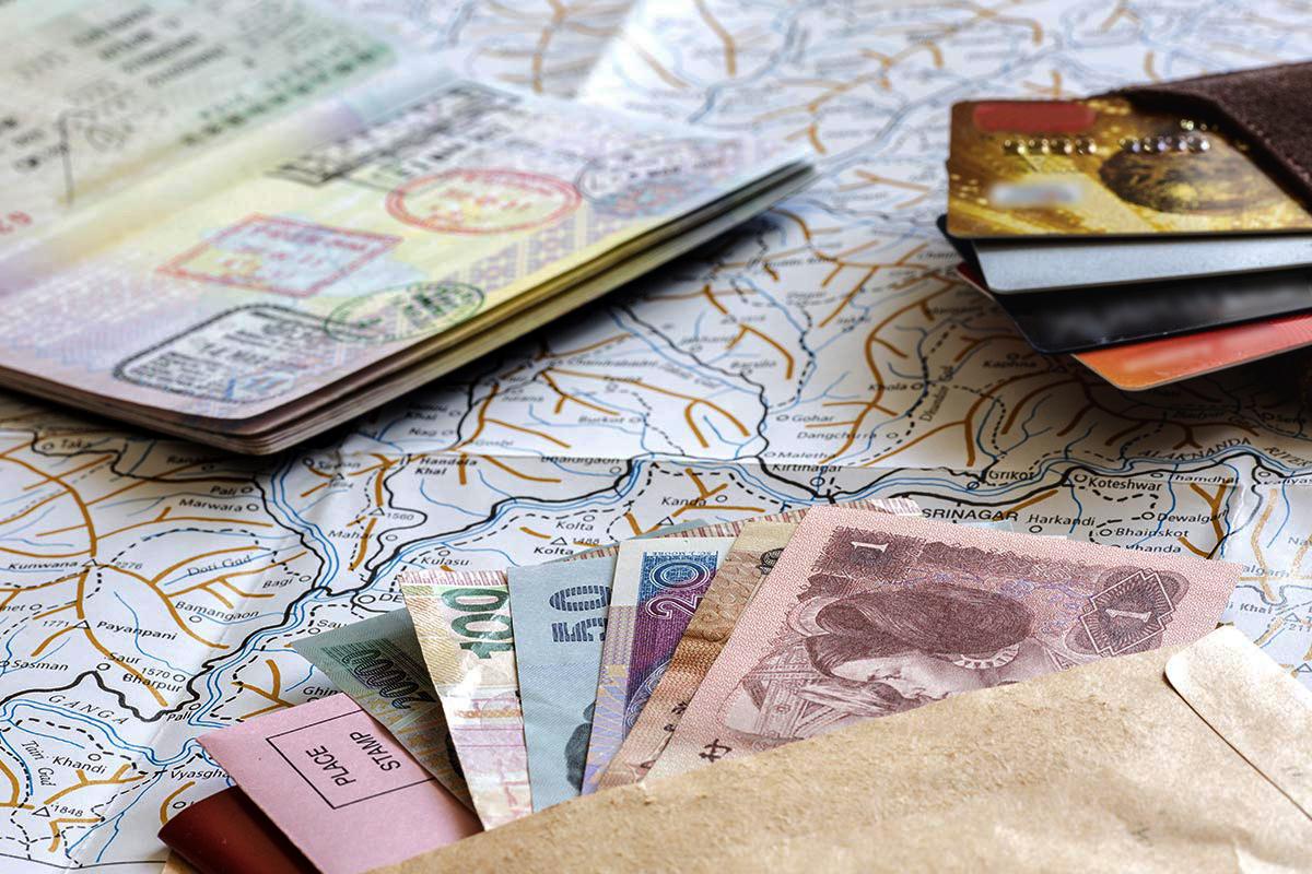 Документы и деньги для поездки в Доминикану