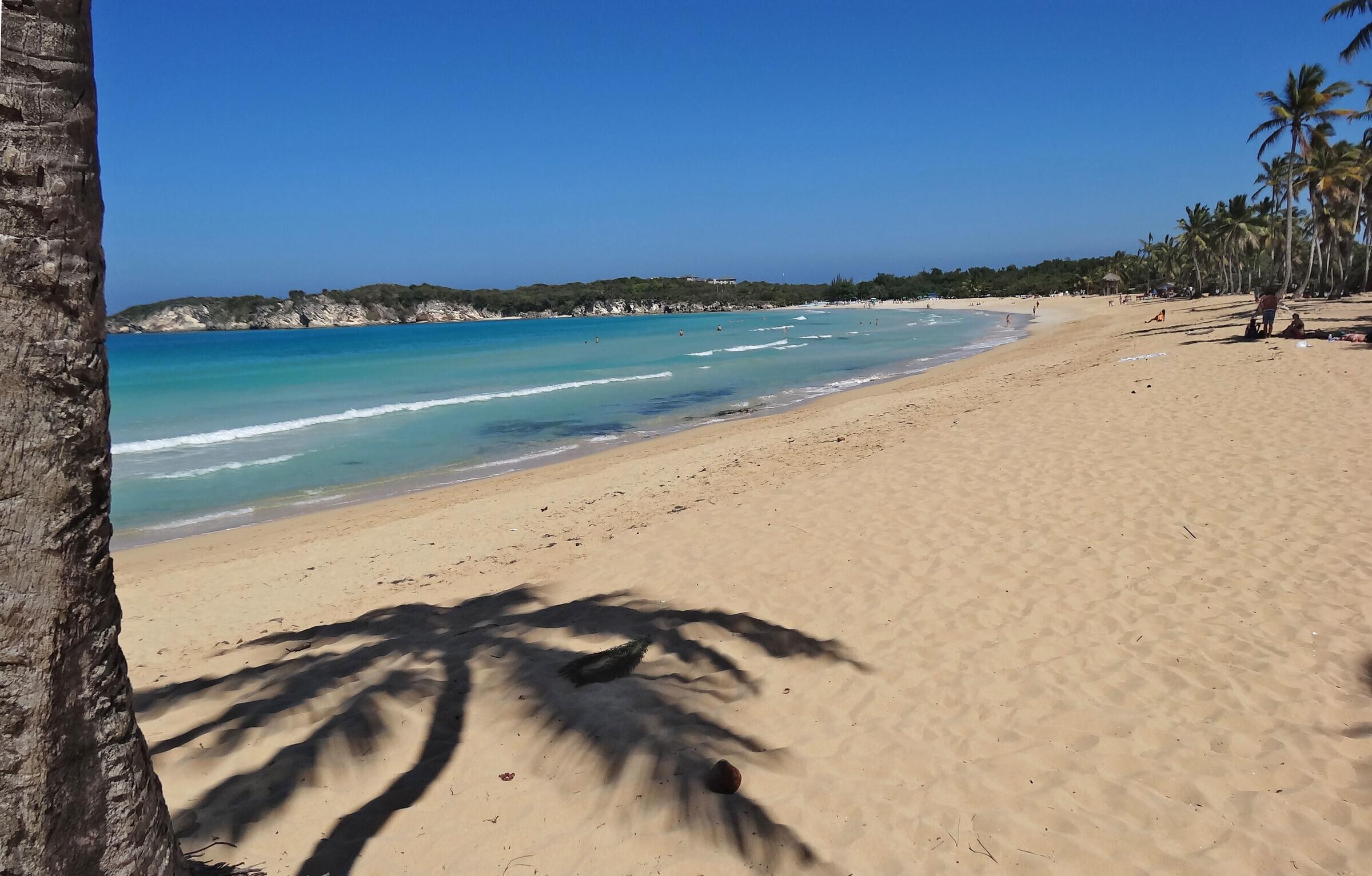 На фото пляж Макао