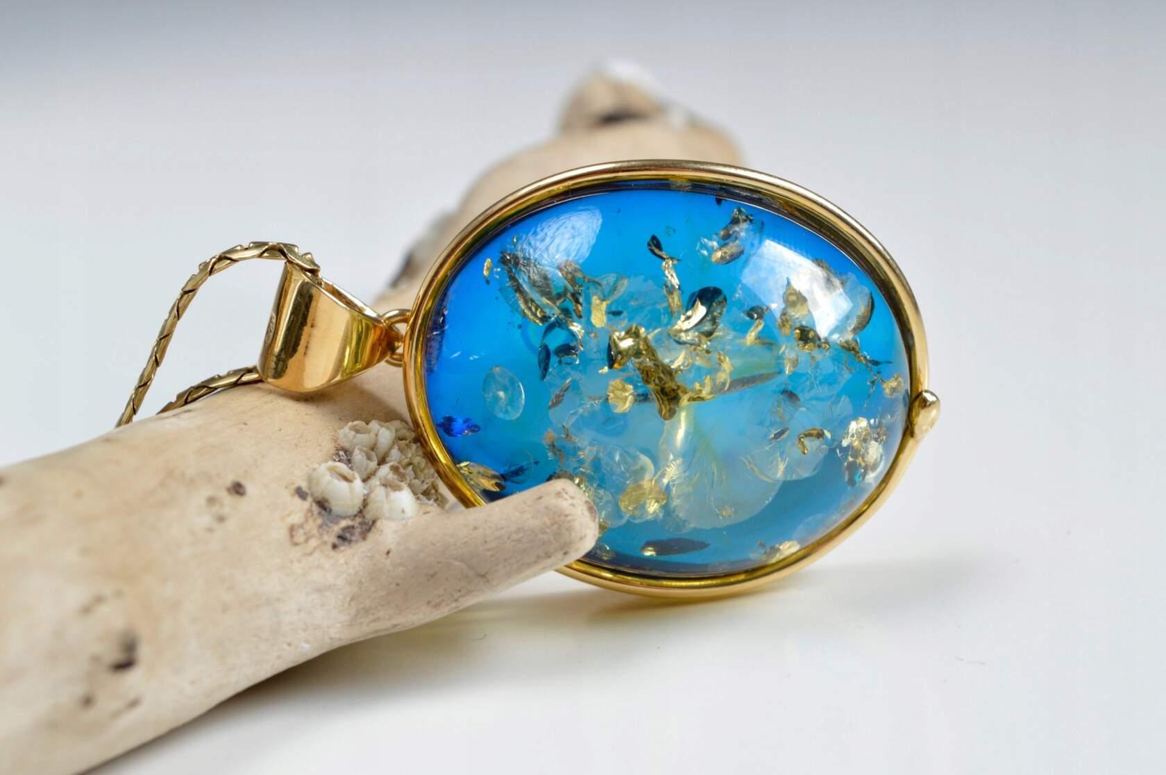 Ювелирные изделия из голубого янтаря
